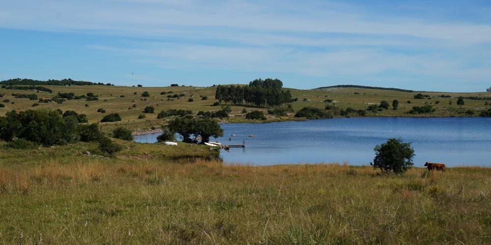 Aguila Blanco Uruguay, lake